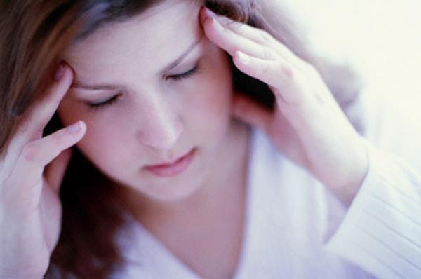 Triệu chứng bị đau đầu khi có kinh nguyệt